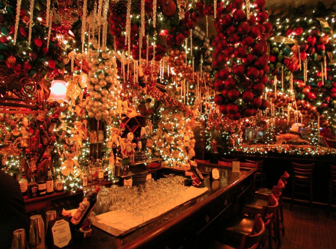 Rolfs Christmas Bar Nyc.Rolf S Bar And Restaurant Like Dining In A Christmas Tree