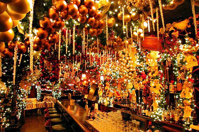 Christmas Restaurant Nyc.Rolf S Bar And Restaurant Like Dining In A Christmas Tree