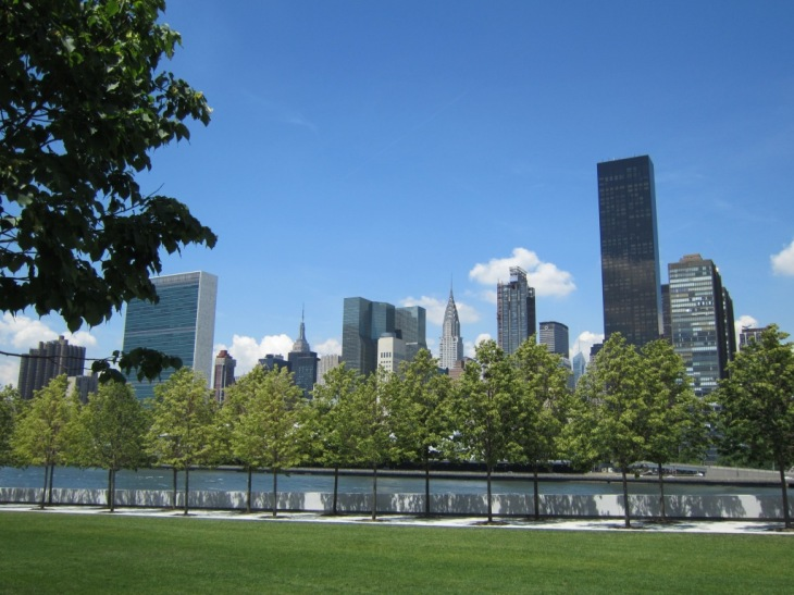 Four-Freedoms-Park-Roosevelt-Island-view-of-Manhattan-comp